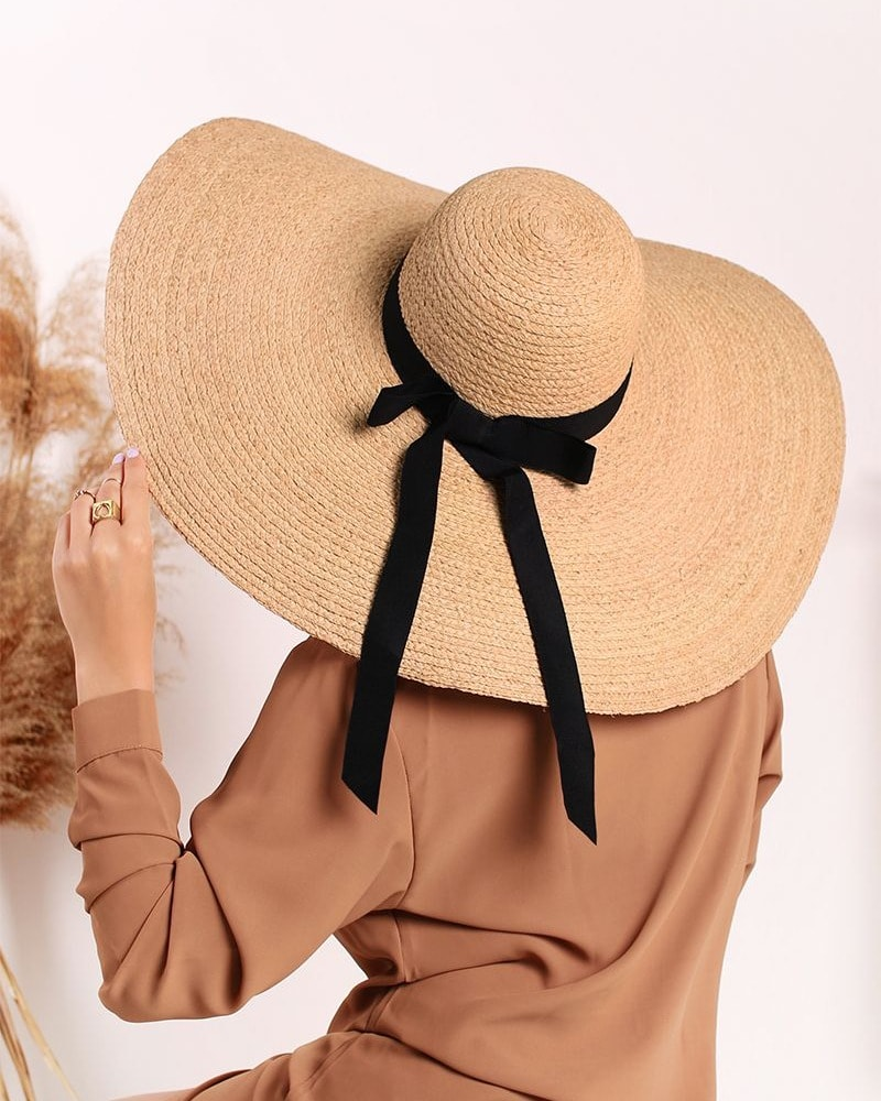 slamenny velky klobuk