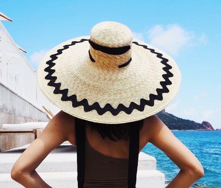 letny plazovy klobuk