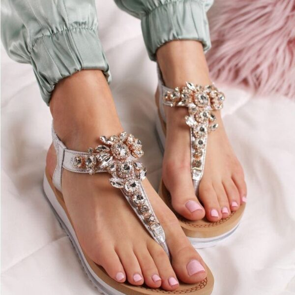 strieborne sandale