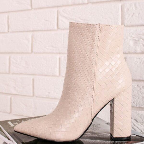 clenkove biele cizmy