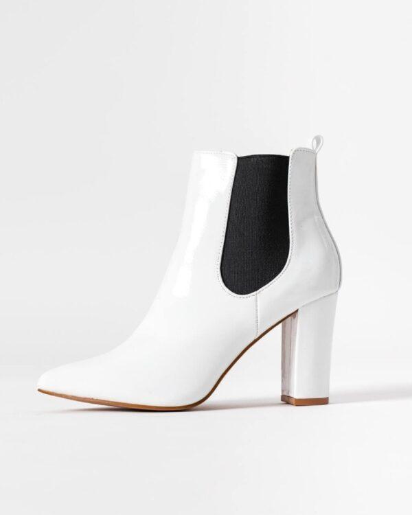 biele spicate cizmy